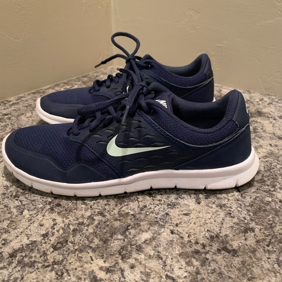 good selling good texture best place Women's Nike navy and white sneaker
